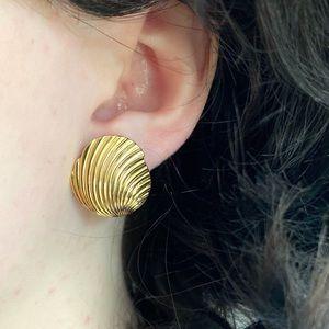 Vintage 80's Gold Shell/Fan Earrings